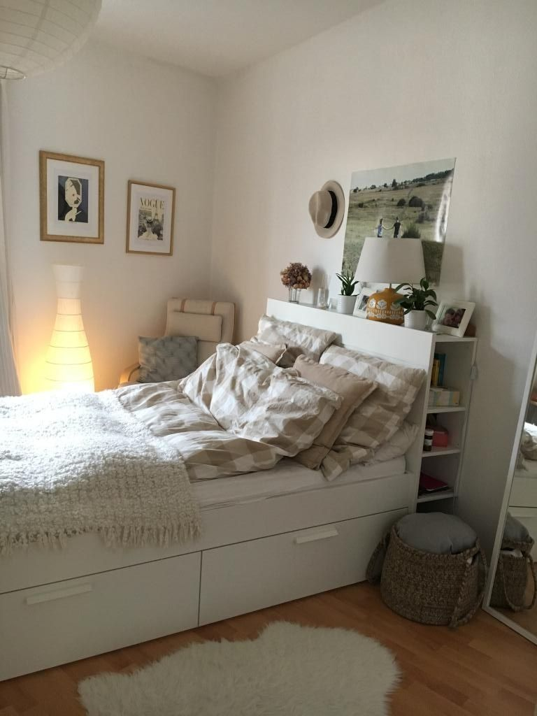 Good Pictures Super Cozy Storage Bed With Many Pillows Stauraum