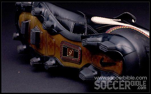 Una oración bobina sonriendo  Nike Tiempo Ronaldinho 10R - Football Boots Vault : Football Boots : Soccer  Bible
