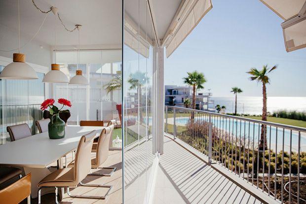 Cerramiento de terraza con cortinas de cristal de Acristalia Ideas