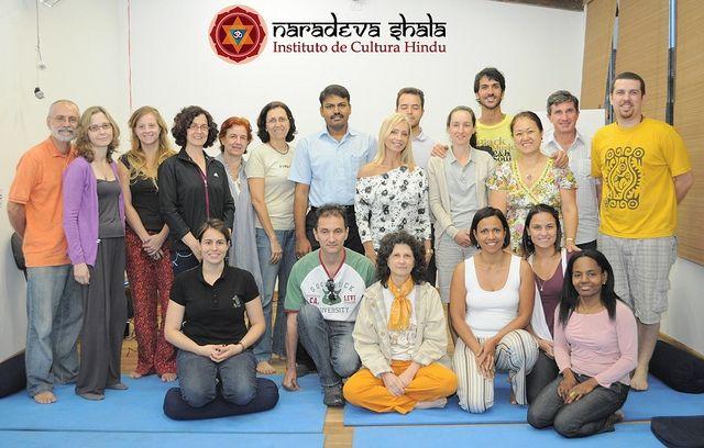 Dr. R. Parthsarathy no dia 12/10/2011 ministrou aula de princípios básicos no ayurveda para os alunos do curso de pós-graduação em ayurveda e os alunos dos cursos básico e intermediário.
