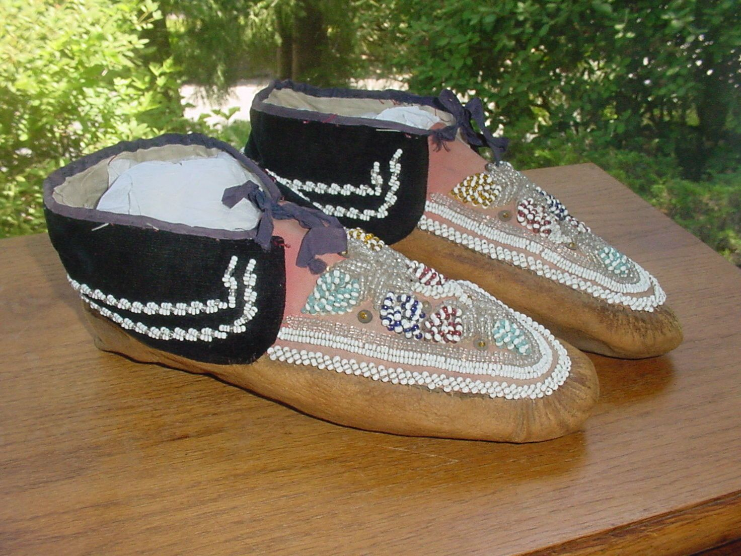Pair Of Old Iroquois Indian Beaded Moccasins