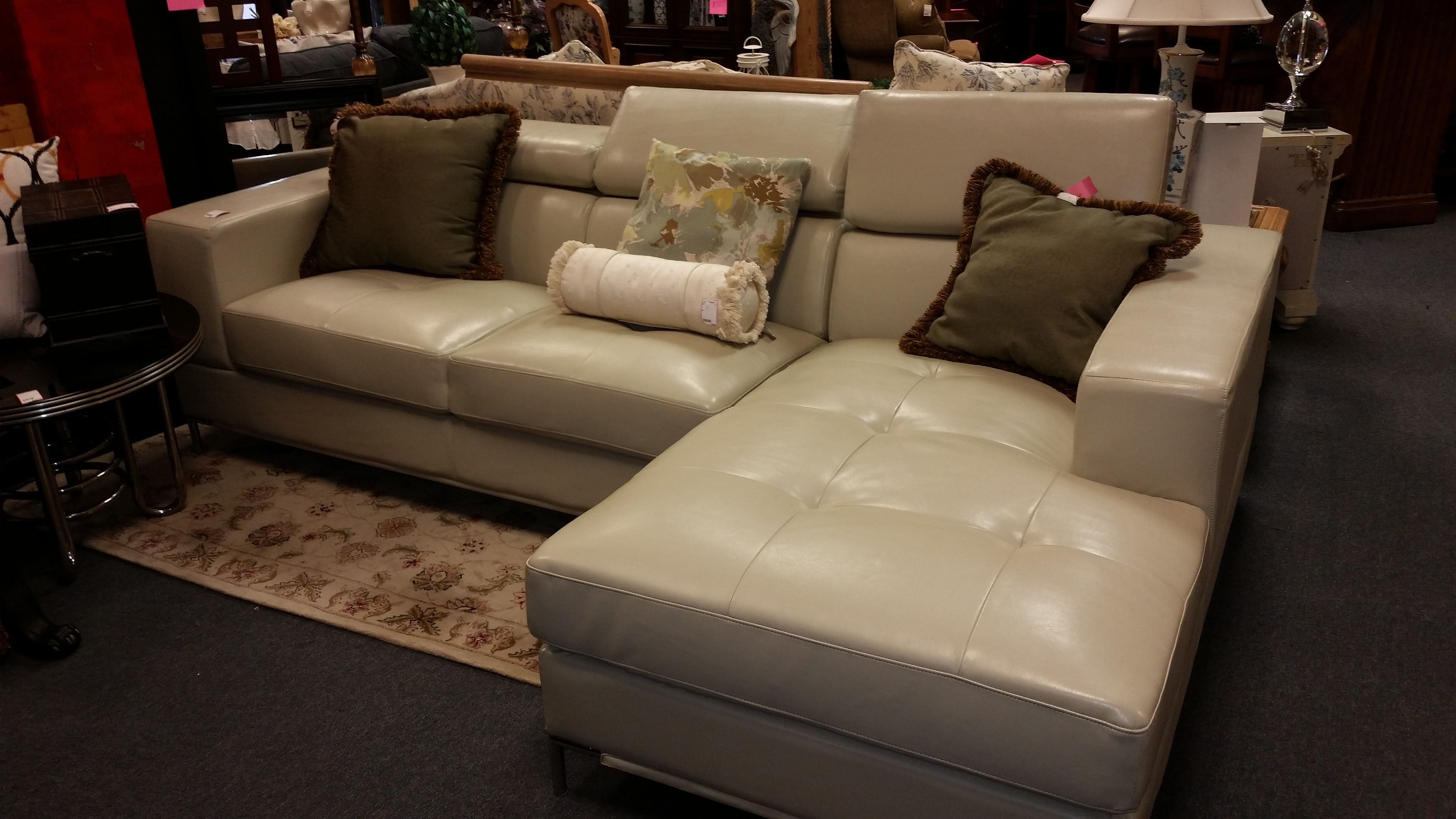 White Blended Leather Sofa Has Adjule Headrests Love It Again Home Decor And Furniture Consignment Lake Mary