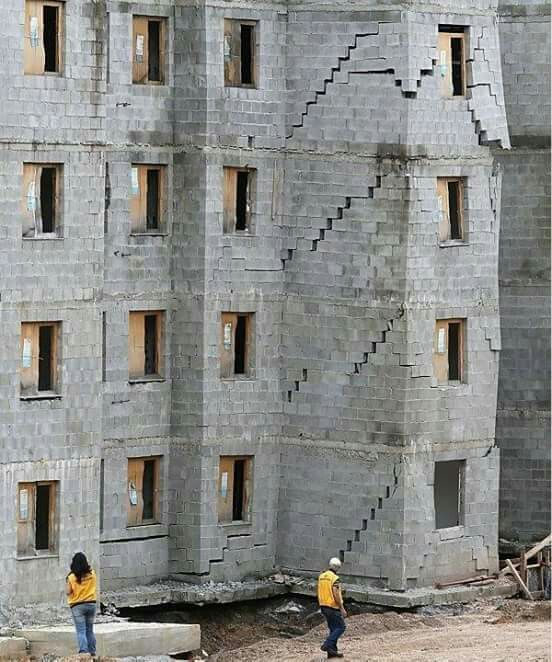 Bau pfusch hausbau beton witzig madeinusa bau for Beton haus bauen