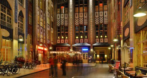 Berlin Hackescher Markt The Hackesche Hofe By Night Gebaut In 1904