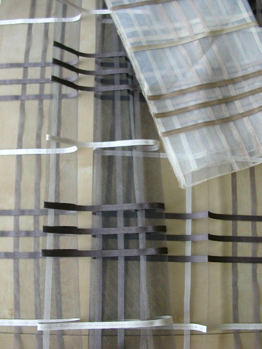 Modern szövött hálós függöny, nem ólomzsinóros. Színek: ekrü