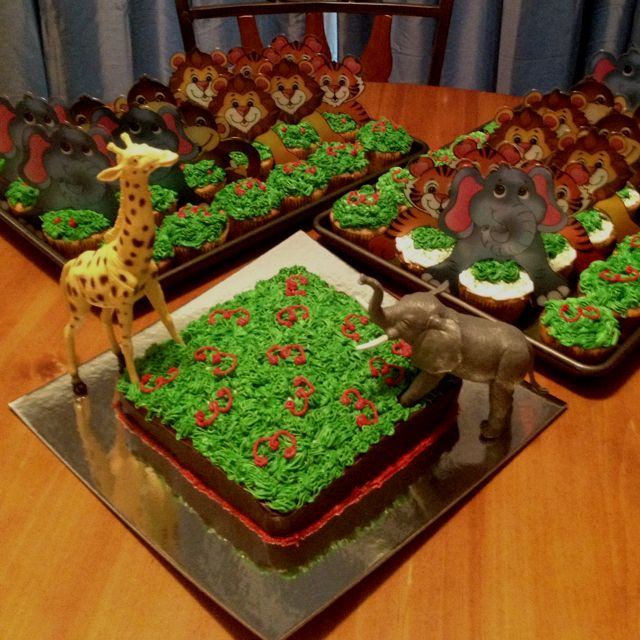 """""""Welcome to the Jungle"""" cupcakes and cake! I want to make these"""