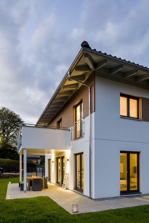 Moderner Neubau mit Balkon und Terrasse #Neubau #Haus #Hausbau ...