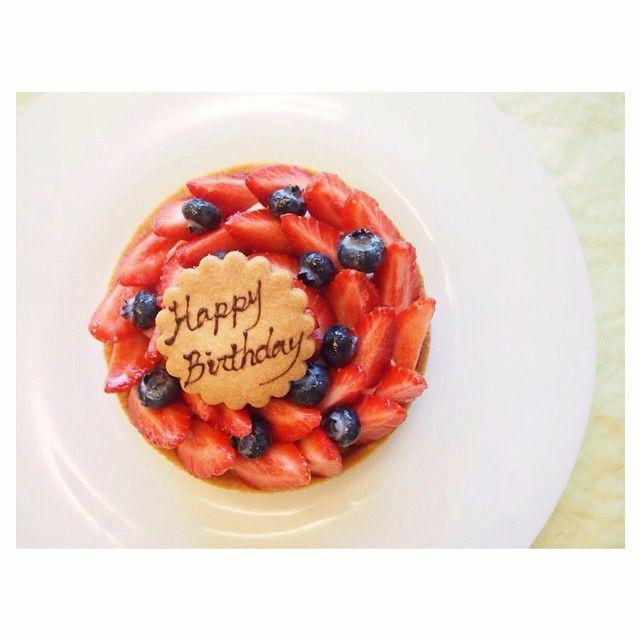 今日はバースデー用に Tarte aux fraises,strawberry tart