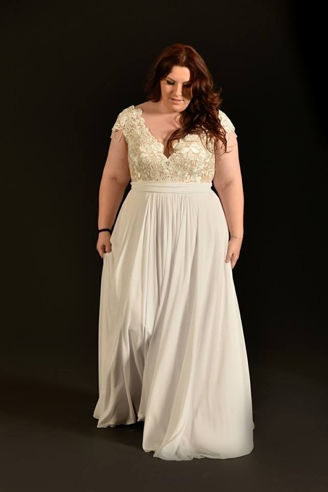 Flowy Plus Size Wedding Gown Bony Studio Levana
