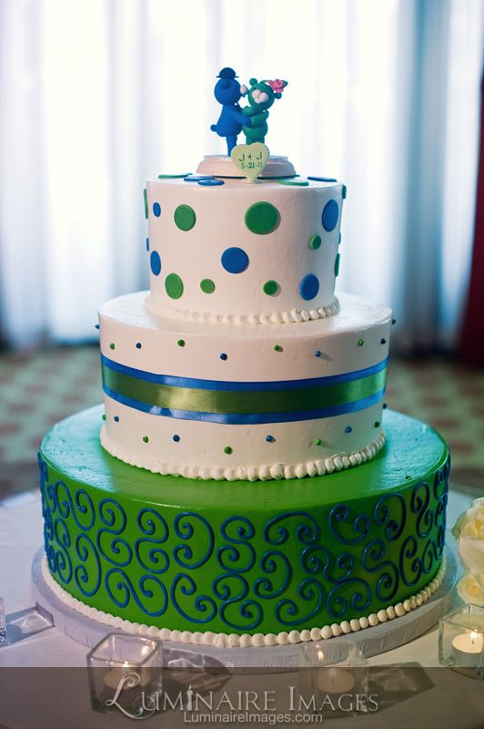 Blue And Green Wedding Cake With Polka Dots And Teddy Bears