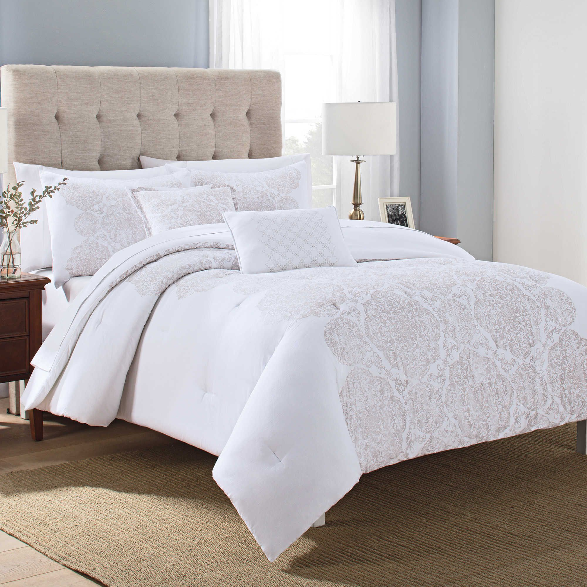 Lilliana 5 Piece Fullqueen Comforter Set In Whitegold Room