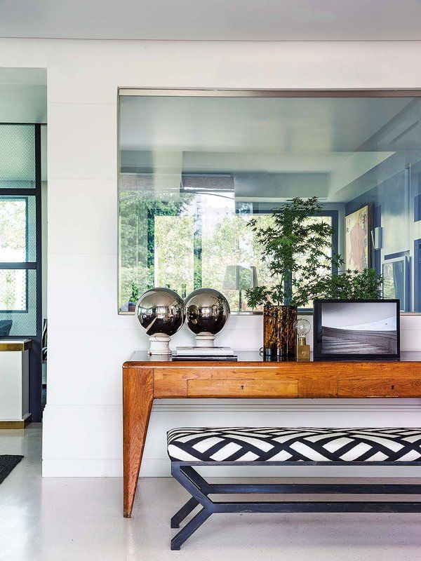 Doble personalidad una casa cl sica y moderna h for Casa clasica moderna interiores