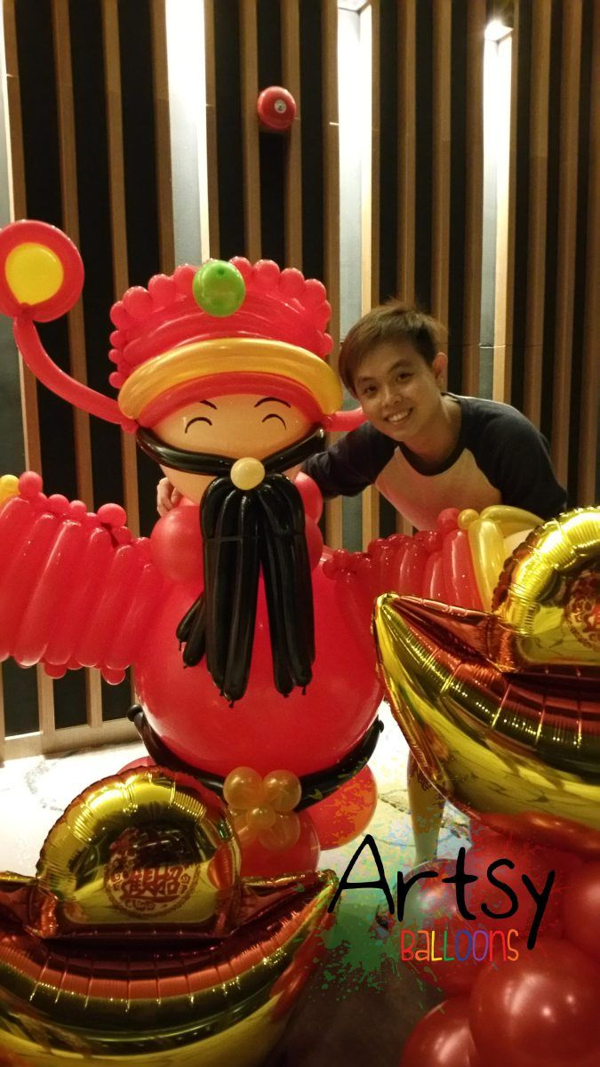 Balloon Cai Shen Ye by: http://www.artsyballoons.com ...
