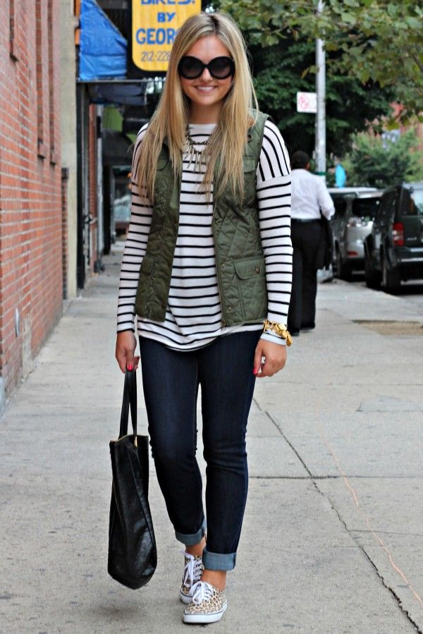 Casual look black s jeans leopard print sneakers