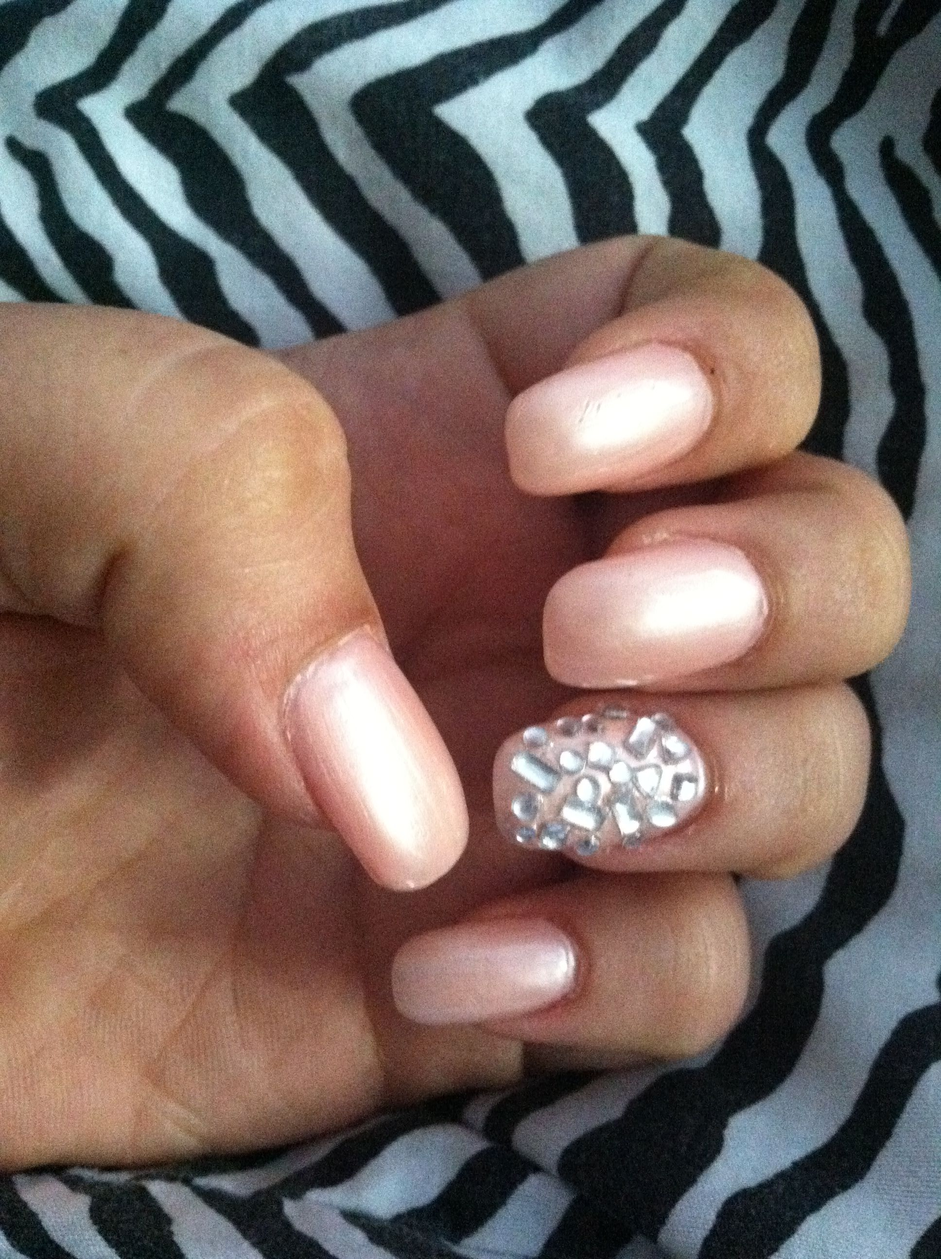Diamond nails neutral pink acrylic nails soft pink color silver