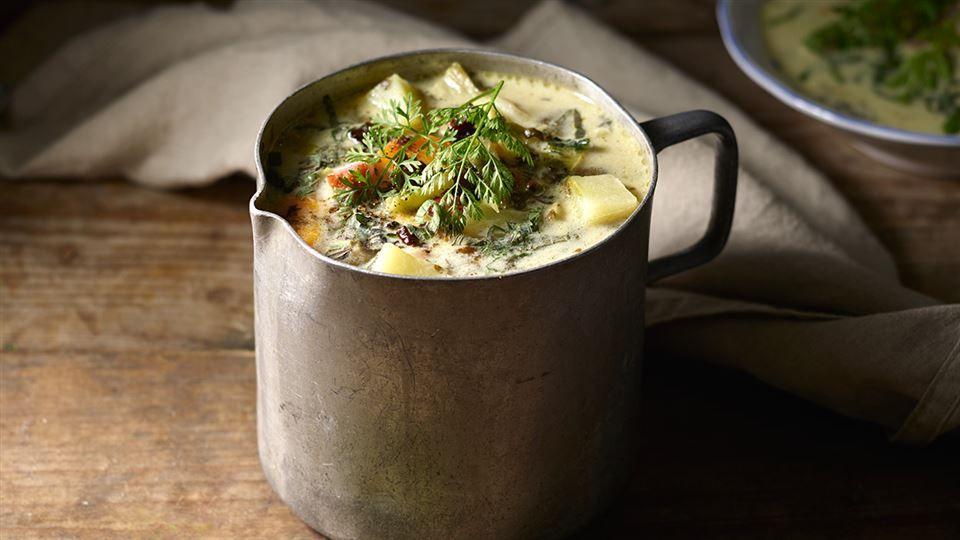 Zupa Z Czosnku Niedzwiedziego Wedzonych Zeberek I Mlodej Kapusty Przepis Recipe Moscow Mule Mugs Food Tableware
