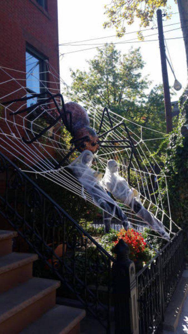 Outdoor Halloween decorations that aren\u0027t even messing around (32