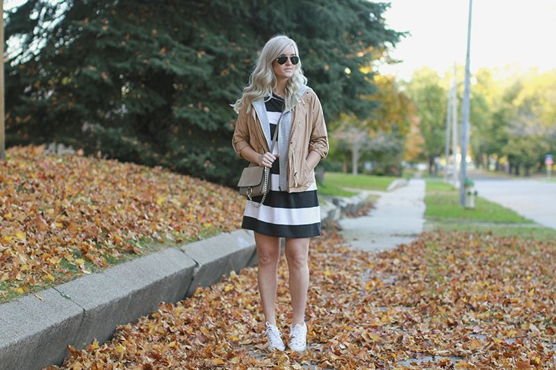 #Maude #Fall #TshirtDress #Dress #Jacket #Bag #Sneakers #Coat #Comfy #Fashion #Outfit #Inspiration #Cold #Leaves #Seasons #Inspiration #KatalinaGirl