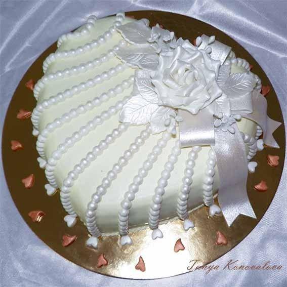 Heart cake with pearl like trim