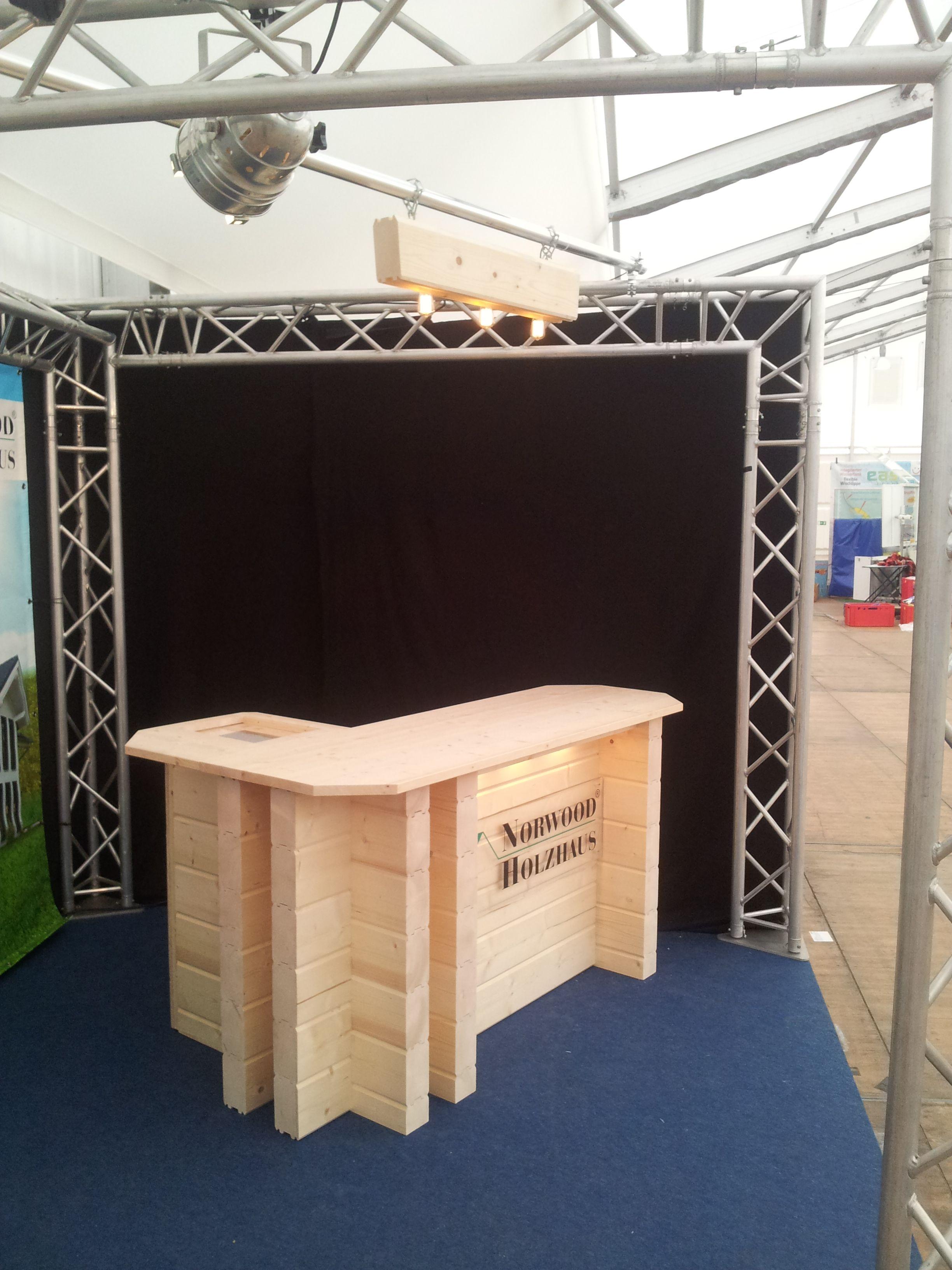 Wir liefern Holztheken aus Blockbohlen, in allen Größen und Formen ...