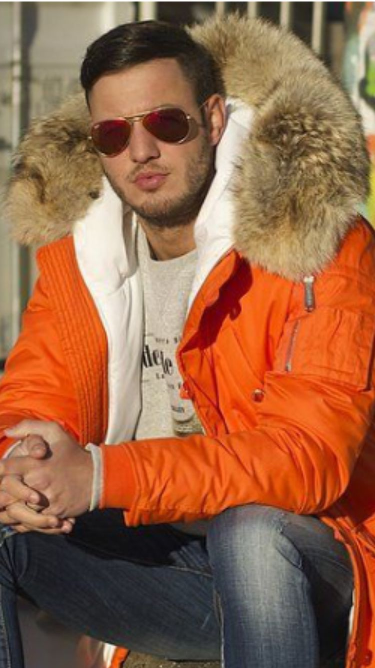 ac87e46216 Sweet coyote hood! Huge!! I love huge massive fur hoods... Best in  newengland for cold weather!