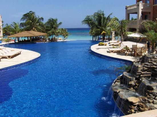 Infinity Bay Spa And Beach Resort Honduras