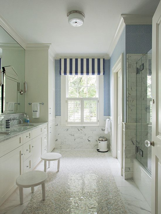 Kids Bathroom With Tall Cabinets Flanking Frameless Mirror Accented With Crown Molding Over Ivory Double Vanity Paired W Decoracao De Casa Casa De Banho Casas