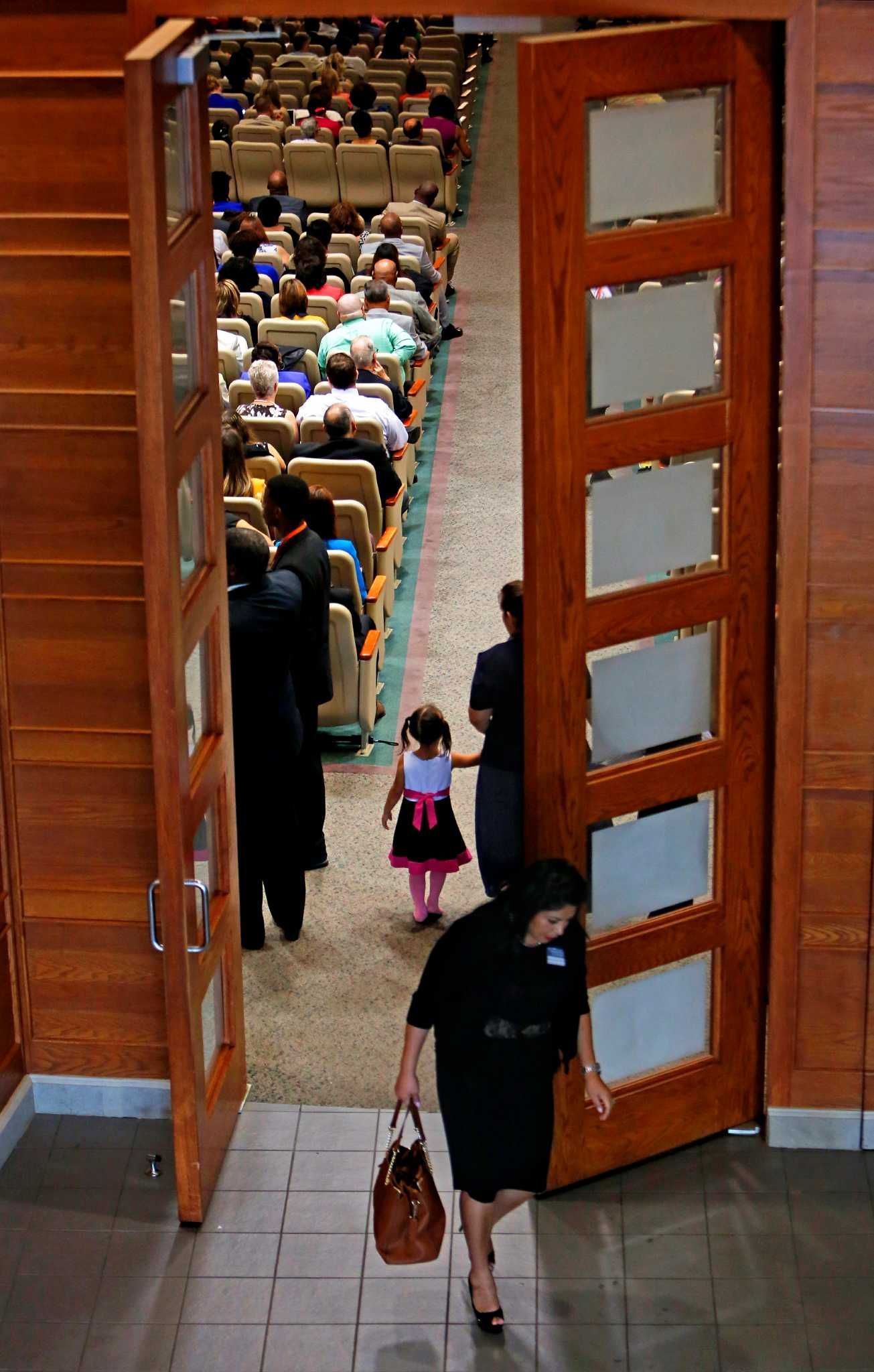 Jehovahs witnesses gathering draws thousands to rosenberg