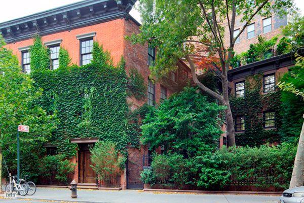 Home of Photographer Annie Leibovitzs in Manhattan. Private garden ...