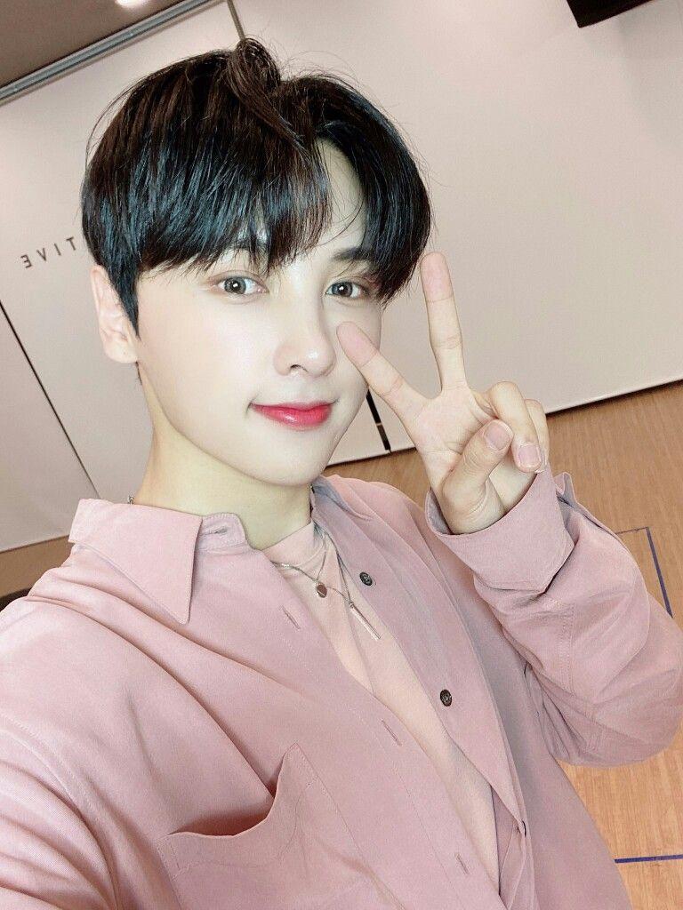 Pin de OnlyOneOf_ en Rie 리에 en 2020 Canciones