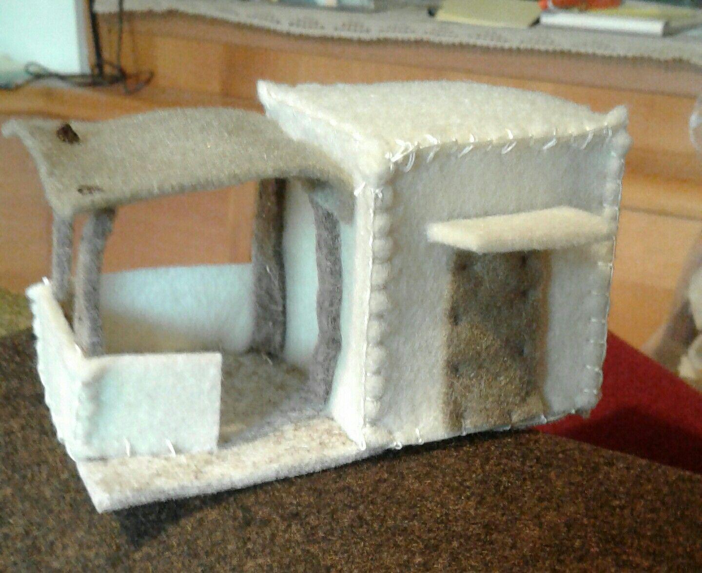 Casetta con stalla in feltro per presepe palestinese for Planimetrie semplici della casetta di legno