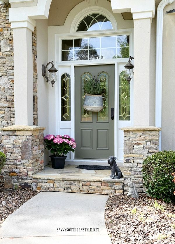 Savvy Southern Style: Vintage Front Door Decor Idea For Spring