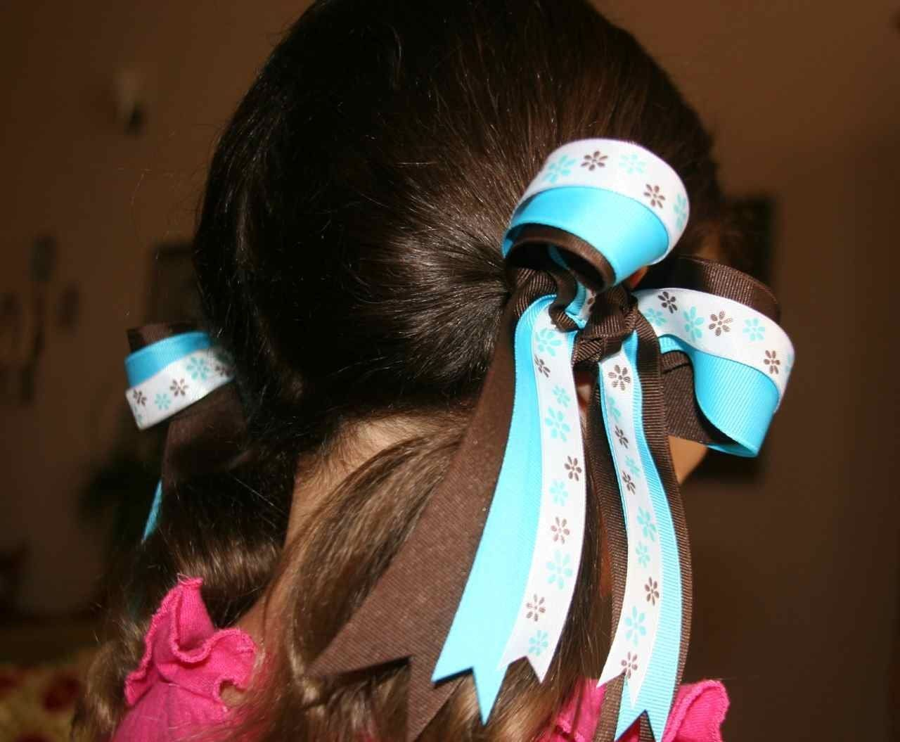 Cheer Bows are super easy to make.  Learn how at Handwork Hangout.  #HH-HairBows