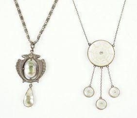 A Mother-Of-Pearl Pendant Necklace. Lot 162-7290