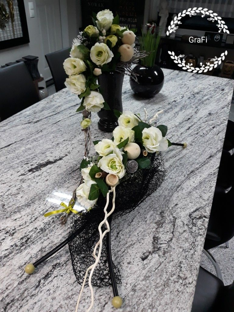 Florystyka Funeralna Dekoracja Na Grob 1 Listopada Kompozycja Nagrobna Stroik Na Grob Funeral Flower Arrangements Funeral Floral Memorial Flowers