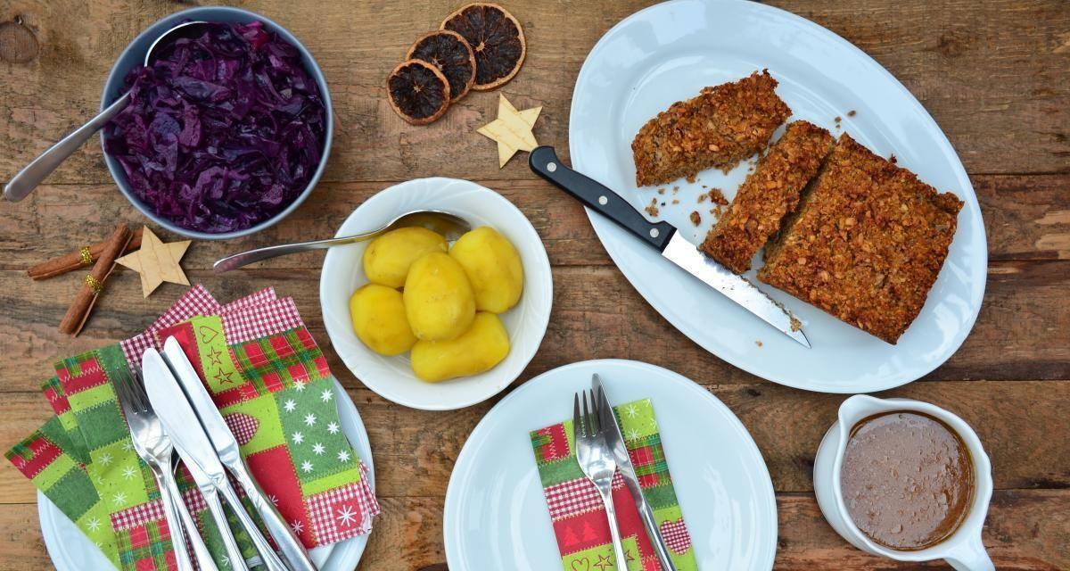 Unser vegetarisches Weihnachtsessen mit Nussbraten, vegetarischer Bratensauce und selbst gekochtem Apfel-Rotkohl | Vollwert-Blog