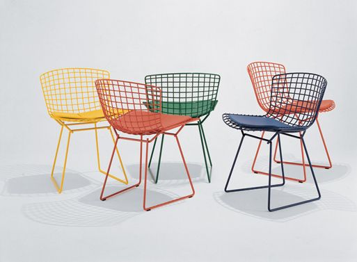 sillas bertoia de colores para la mesa e la cocina