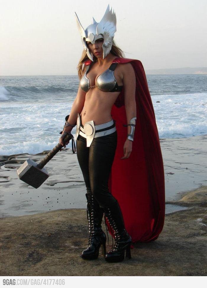 A female Thor ! Move over, Chris Hemsworth.