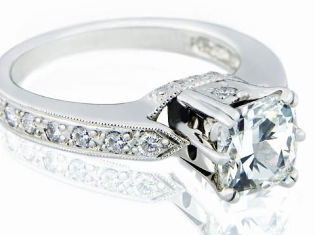 Costco Lures Brides With A 6 77 Carat Diamond Ring For A Whopping 1 Million Traditional Wedding Rings Wedding Ring Sets Engagement Rings