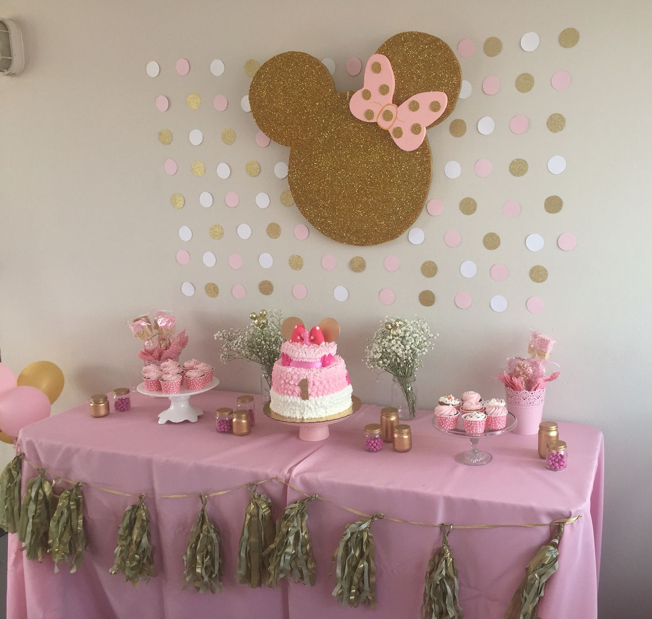 gold and pink minnie 39 s birthday party mickey minie. Black Bedroom Furniture Sets. Home Design Ideas