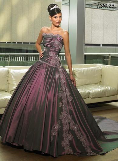 Vestido de boda púrpura, escote palabra de honor, falda con cola larga, bordados