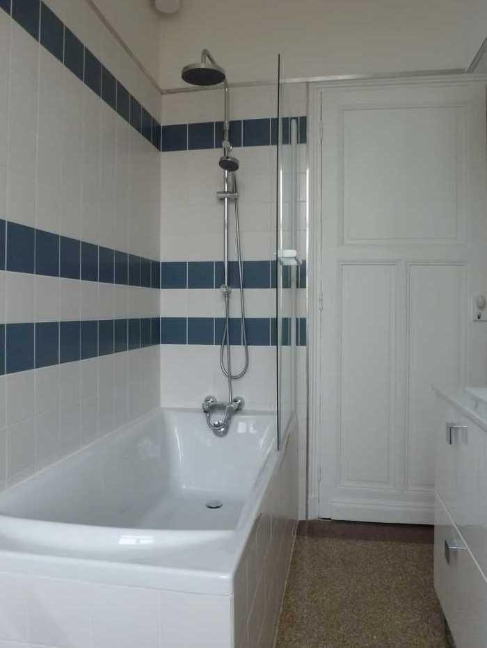Sol de salle de bain en granito (du0027origine) dans une maison 1930 - Plinthe Salle De Bain