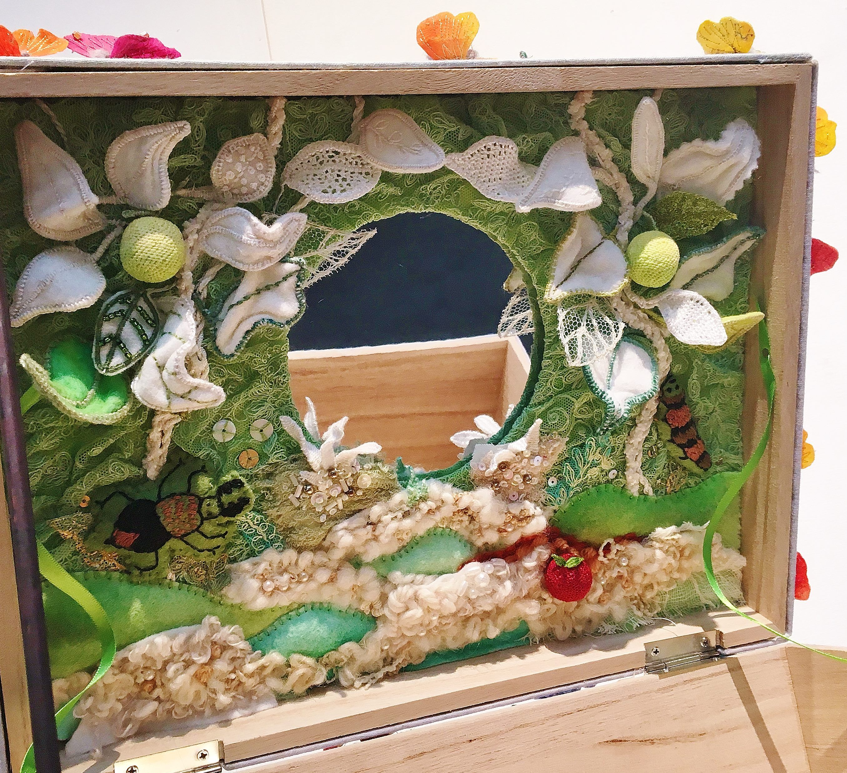 Kingston & District Branch, Snow white's mirror by Stitchn' Time