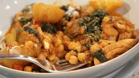 Chicken and spinach curry with flat breads