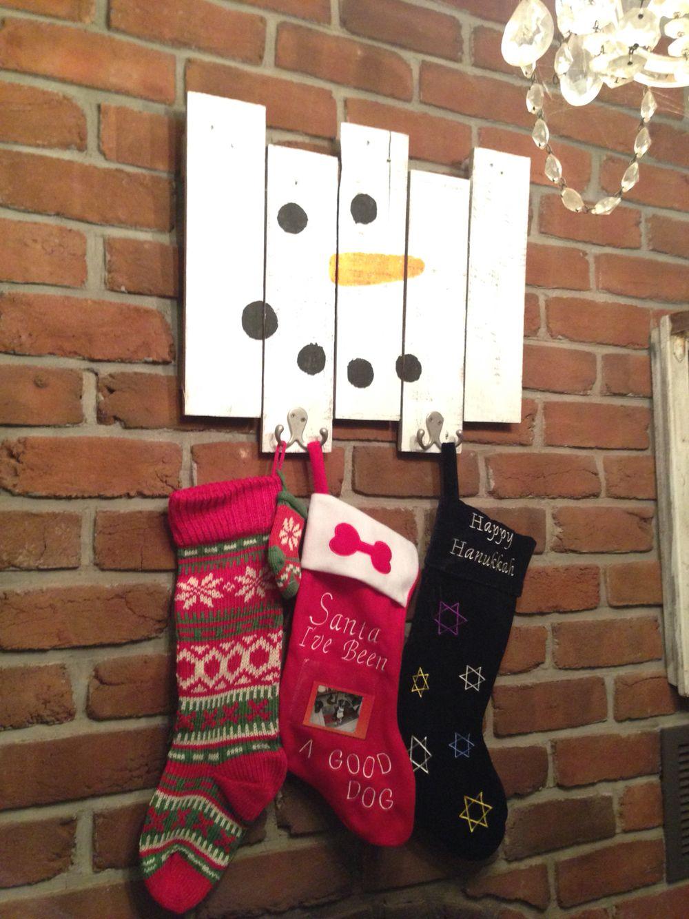 Pallet stocking hanger Christmas stockings diy, Diy