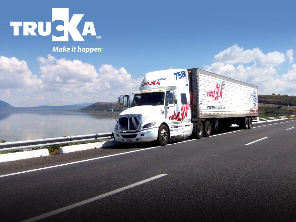 Unidad Trucka atravesando por el ciruito Walmart, al sur del país.