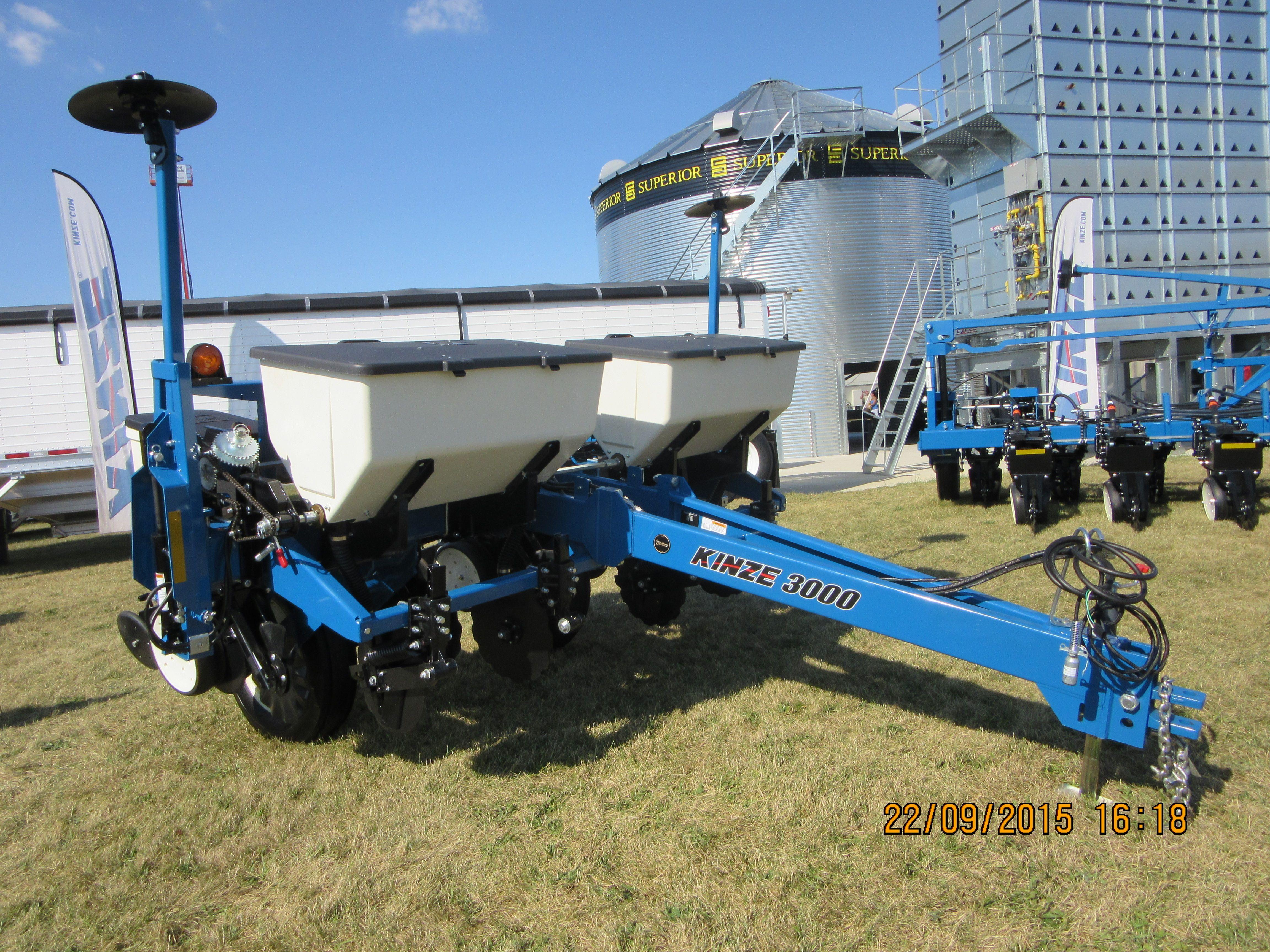 4 Row Kinze 3000 Corn Planter Kinze Farm Equipment