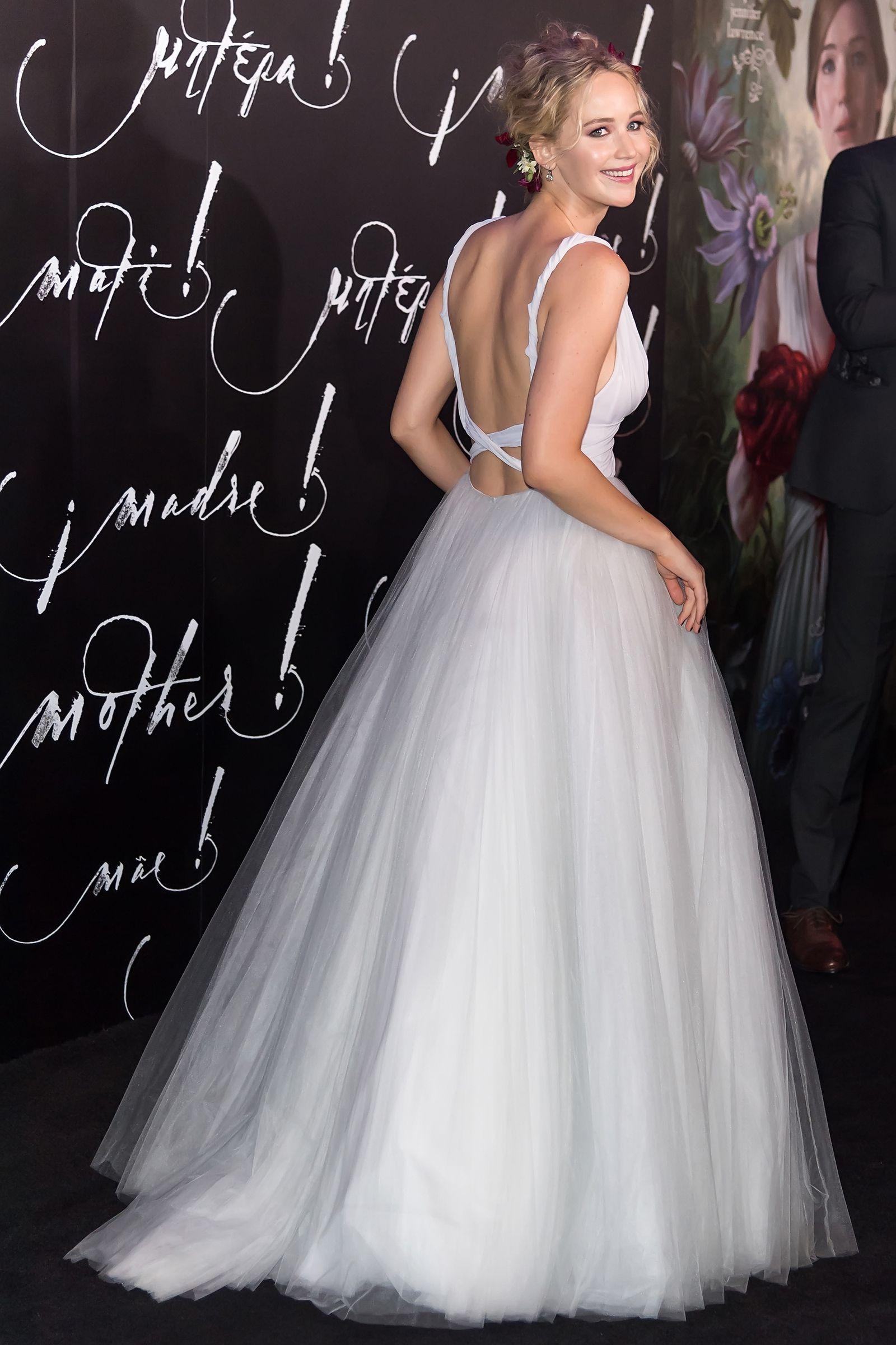 See Jennifer Lawrence S Wedding Dress From All Angles Jennifer