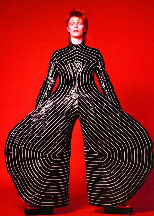 Fashion Evolution David Bowie Style From Mod To Glam Rock David Bowie Bowie Costumes De Scene