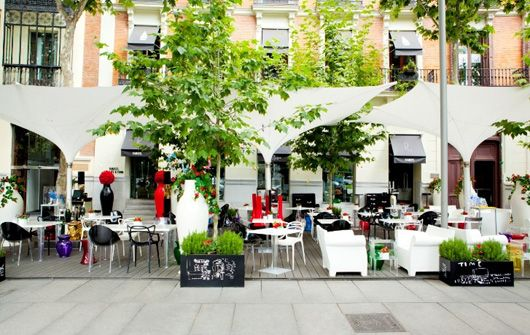 Terraza Kartell, Hotel Ramses in Madrid by Philippe Starck